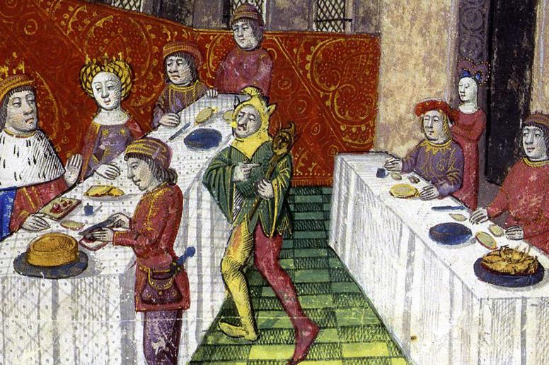 Voorsnijder snijdt middeleeuwse pastei aan