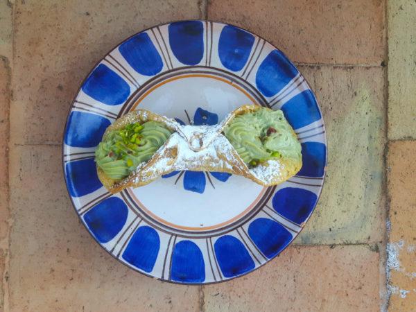 Cannolo met pistachecrème