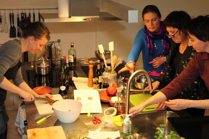 De heerlijke georganiseerde chaos bij een kookworkshop
