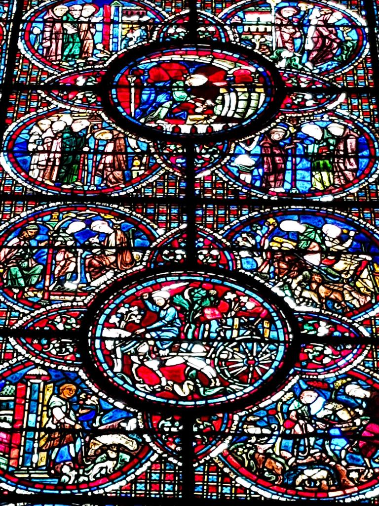 Wijn: glas-in-loodramen kathedraal Chartres