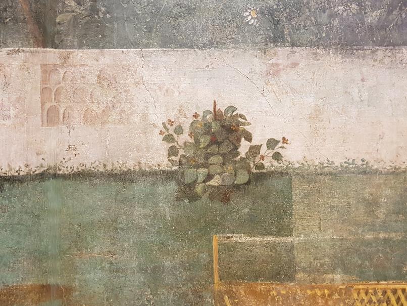 Detail met 'onkruid' in de tuinkamer van de villa van Livia in Palazzo Massimo alle Terme in Rome
