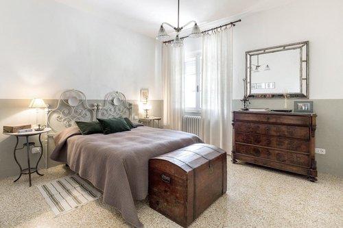 Slaapkamer in het Toscaanse landhuis