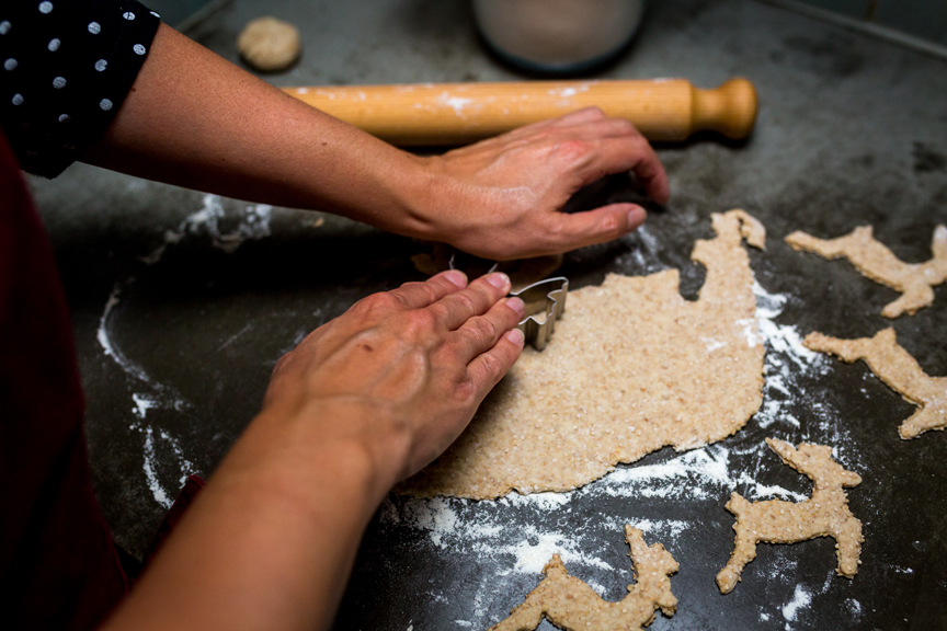 Making the Elaphos biscuits. Photo Jeroen Savelkouls