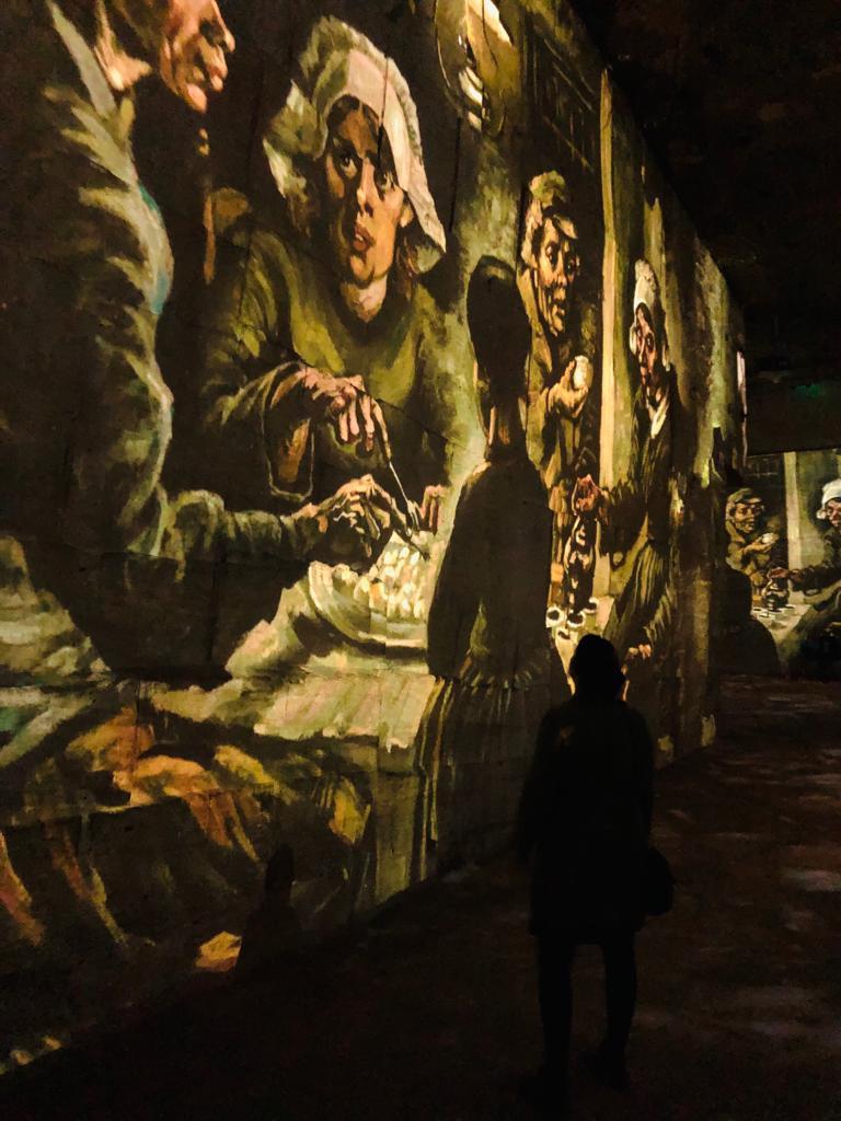Adembenemende beelden in de Carrières de Lumières in Les Baux. De aardappeleters van Van Gogh