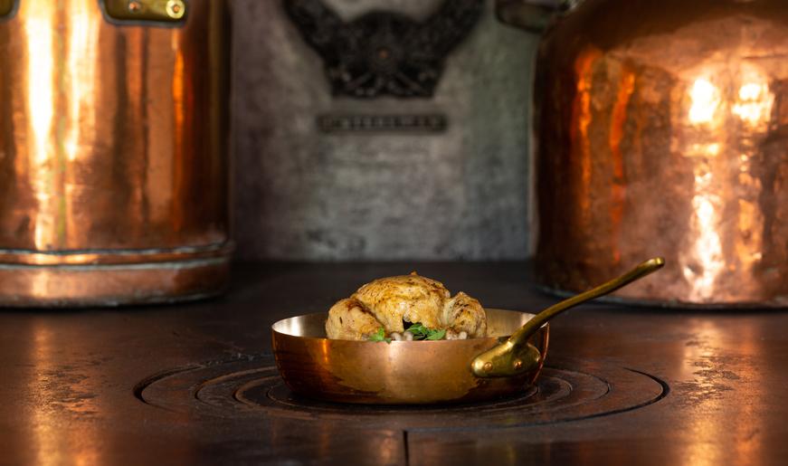 Hoen met marjoraan naar 18e eeuws recept. Foto Jeroen Savelkouls